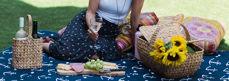 Everything you need to throw the perfect picnic party - Annabel Trends